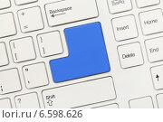 Купить «Белая концептуальная клавиатура - Пустая клавиша синего цвета», фото № 6598626, снято 28 августа 2013 г. (c) Самохвалов Артем / Фотобанк Лори