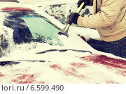 Купить «closeup of man scraping ice from car», фото № 6599490, снято 16 января 2014 г. (c) Syda Productions / Фотобанк Лори