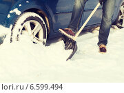 Купить «closeup of man digging up stuck in snow car», фото № 6599494, снято 16 января 2014 г. (c) Syda Productions / Фотобанк Лори