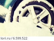 Купить «closeup of car wheel stuck in snow», фото № 6599522, снято 16 января 2014 г. (c) Syda Productions / Фотобанк Лори