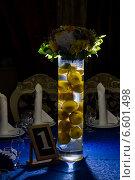 Лимоны в высокой вазе с водой. Стоковое фото, фотограф Наталья Слюсаренко / Фотобанк Лори