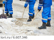 Купить «winter snow removal or city road cleaning», фото № 6607346, снято 18 января 2014 г. (c) Дмитрий Калиновский / Фотобанк Лори