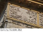 Купить «Декоративное украшение фасада. Тверская улица, 4. Москва», эксклюзивное фото № 6608382, снято 7 сентября 2014 г. (c) lana1501 / Фотобанк Лори
