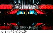 """Купить «Световое шоу. Праздник фонтанов. Вид на фонтан """"Самсон"""" и Большой дворец. Петергоф», эксклюзивный видеоролик № 6615626, снято 2 ноября 2014 г. (c) Литвяк Игорь / Фотобанк Лори"""