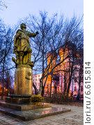 Купить «Памятник Петру I. Измайловский остров», фото № 6615814, снято 1 ноября 2014 г. (c) Павел Лиховицкий / Фотобанк Лори