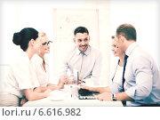 Купить «business team having meeting in office», фото № 6616982, снято 9 июня 2013 г. (c) Syda Productions / Фотобанк Лори