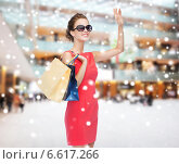 Купить «smiling woman with colorful shopping bags», фото № 6617266, снято 1 июня 2014 г. (c) Syda Productions / Фотобанк Лори
