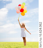 Купить «smiling young woman in sunglasses with balloons», фото № 6624062, снято 23 июля 2014 г. (c) Syda Productions / Фотобанк Лори