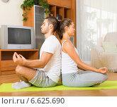 Купить «Couple having yoga class», фото № 6625690, снято 7 апреля 2020 г. (c) Яков Филимонов / Фотобанк Лори
