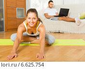 Couple doing yoga with laptop. Стоковое фото, фотограф Яков Филимонов / Фотобанк Лори