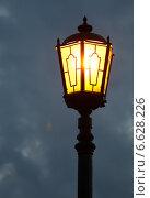 Купить «Старинный уличный фонарь», фото № 6628226, снято 22 апреля 2012 г. (c) Евгений Миняев / Фотобанк Лори