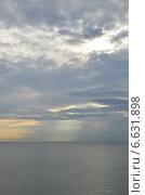Купить «Непогода уходит. Лучи солнца, пробивающиеся через расходящиеся тучи над морем», фото № 6631898, снято 11 сентября 2014 г. (c) Александр Замараев / Фотобанк Лори