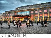 Купить «Центральный универсальный магазин (ЦУМ), улица Петровка, дом 2, Москва», эксклюзивное фото № 6638486, снято 8 ноября 2014 г. (c) lana1501 / Фотобанк Лори