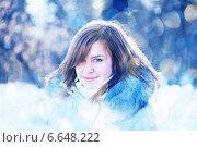 Портрет красивой девушки зимой на улице. Стоковое фото, фотограф Валерия Потапова / Фотобанк Лори