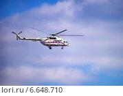 Президентский вертолёт в полёте (2014 год). Редакционное фото, фотограф Роман Бабакин / Фотобанк Лори