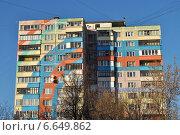 Купить «Фрагмент раскрашенного дома в городе Раменское, Московской области», эксклюзивное фото № 6649862, снято 29 октября 2014 г. (c) lana1501 / Фотобанк Лори