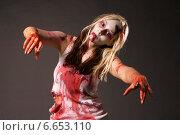 Купить «Девушка-зомби. Образ на Хэллоуин», фото № 6653110, снято 17 октября 2014 г. (c) Смирнова Лидия / Фотобанк Лори