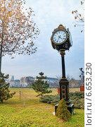 Купить «Старые уличные часы в парке Parcul Unirii, Бухарест», фото № 6653230, снято 9 января 2014 г. (c) Сергей Новиков / Фотобанк Лори