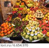 Фрукты в рынке Boceria, Барселона (2013 год). Редакционное фото, фотограф Алла Овчинникова / Фотобанк Лори