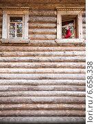 Фрагмент деревянного дома. Стоковое фото, фотограф Alexander Shadrin / Фотобанк Лори