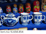Купить «Сувенирная продукция продаются на Манежной площади в Москве», эксклюзивное фото № 6658854, снято 20 мая 2010 г. (c) lana1501 / Фотобанк Лори