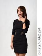 Ах! Испуганная девушка в черном платье. Стоковое фото, фотограф Захар Дудников / Фотобанк Лори