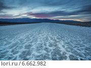 Долина смерти, бассейн Бадуотер. Америка (2014 год). Стоковое фото, фотограф Liseykina / Фотобанк Лори