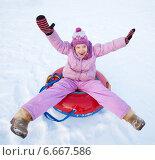 Купить «Child sledding in winter hill», фото № 6667586, снято 21 сентября 2013 г. (c) Гладских Татьяна / Фотобанк Лори