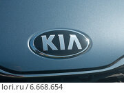 """Купить «Логотип """"Киа""""», фото № 6668654, снято 28 июня 2013 г. (c) Денис Шароватов / Фотобанк Лори"""