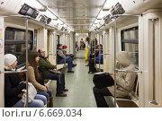 Купить «В вагоне Московского метро», фото № 6669034, снято 15 ноября 2014 г. (c) Victoria Demidova / Фотобанк Лори