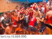 Купить «La Tomatina festival in spanish town», фото № 6669990, снято 28 августа 2013 г. (c) Яков Филимонов / Фотобанк Лори