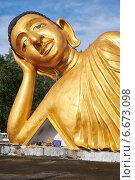 Купить «Lying Buddha statue», фото № 6673098, снято 13 ноября 2014 г. (c) Serg Zastavkin / Фотобанк Лори