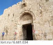 Израиль, Иерусалим. Стена Аббатства Дормицион на горе Сион (2012 год). Стоковое фото, фотограф Ирина Борсученко / Фотобанк Лори