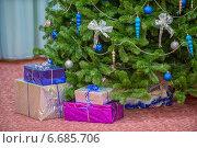 Купить «Подарки под новогодней елкой», фото № 6685706, снято 27 декабря 2013 г. (c) Евгений Дробжев / Фотобанк Лори