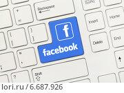 Купить «Белая концептуальная клавиатура. Клавиша Facebook», фото № 6687926, снято 28 августа 2013 г. (c) Самохвалов Артем / Фотобанк Лори