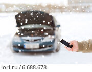 Купить «closeup of man with broken car and smartphone», фото № 6688678, снято 16 января 2014 г. (c) Syda Productions / Фотобанк Лори
