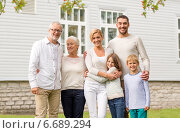 Купить «happy family in front of house outdoors», фото № 6689294, снято 21 августа 2014 г. (c) Syda Productions / Фотобанк Лори