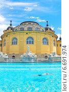 Купить «Венгрия, открытый бассейн Szechenyi в Будапеште», фото № 6691974, снято 9 июля 2014 г. (c) Ласточкин Евгений / Фотобанк Лори