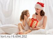 Купить «Christmas gift», фото № 6694202, снято 10 ноября 2014 г. (c) Константин Юганов / Фотобанк Лори