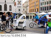 Велосипеды с повозками. Такси в Мюнхине (2014 год). Редакционное фото, фотограф Abogdanov / Фотобанк Лори