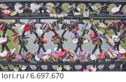 Фон из свадебных замков на перилах моста. Стоковое фото, фотограф Валентина Троль / Фотобанк Лори