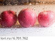 Капли воды на стекле и яблоки. Стоковое фото, фотограф Андрей Семин / Фотобанк Лори