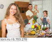 Купить «Parents and children with food», фото № 6703278, снято 17 июля 2018 г. (c) Яков Филимонов / Фотобанк Лори