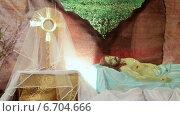 Купить «Пасха. Иисус лежит в гробе Господнем», видеоролик № 6704666, снято 24 ноября 2014 г. (c) Виталий Зверев / Фотобанк Лори