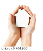 Купить «hands holding white paper house», фото № 6704950, снято 28 марта 2013 г. (c) Syda Productions / Фотобанк Лори