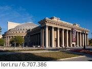 Купить «Новосибирск. Новосибирский государственный академический театр оперы и балета (НГАТОиБ)», фото № 6707386, снято 11 сентября 2012 г. (c) Matwey / Фотобанк Лори