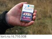 Купить «Пачка сигарет с фотографией пародонтоза. Наглядная демонстрация вреда курения», эксклюзивное фото № 6710938, снято 15 ноября 2014 г. (c) Щеголева Ольга / Фотобанк Лори
