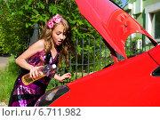 Девушка с автомобилем. Стоковое фото, фотограф Нюта Максимова / Фотобанк Лори