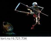 Актёр в костюме Смерти с косой (2005 год). Редакционное фото, фотограф Vasily Smirnov / Фотобанк Лори