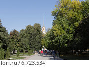 Купить «Город Рязань, Соборная улица с видом на Кремль», эксклюзивное фото № 6723534, снято 21 сентября 2014 г. (c) Дмитрий Неумоин / Фотобанк Лори